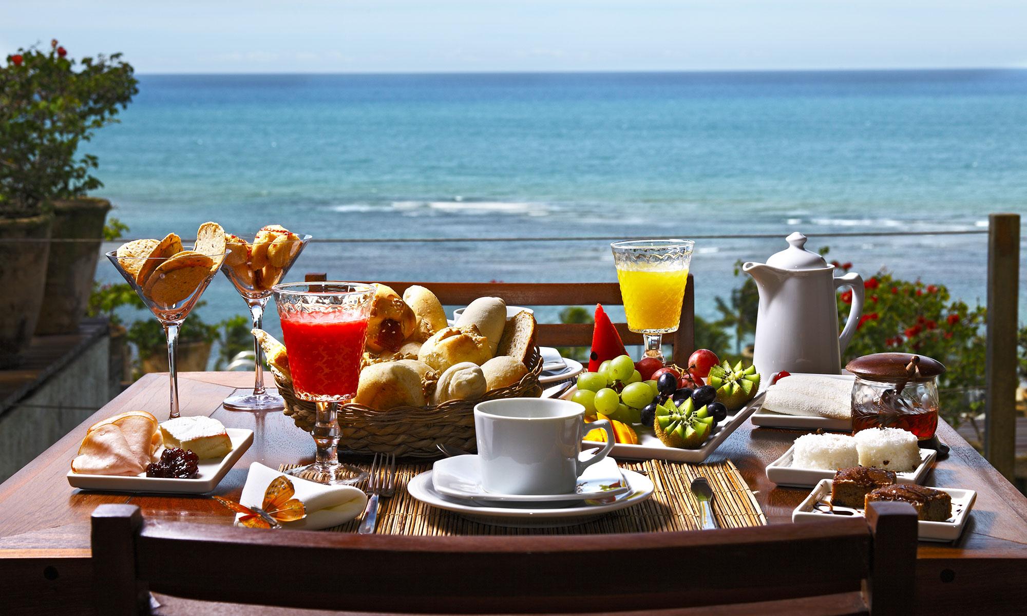 ホテルで遅い朝食を
